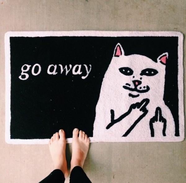 Смешной коврик с котом