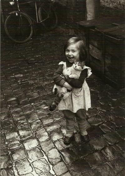 Черно белые фото детей и кота