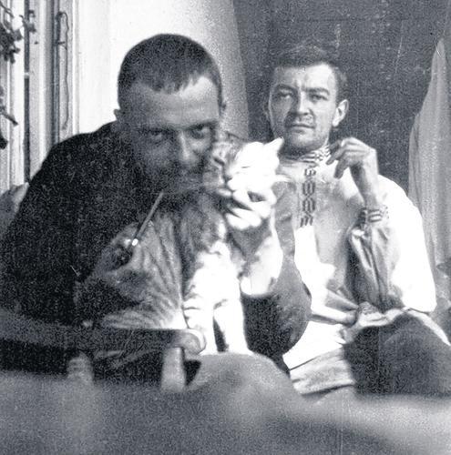 Пауль Клее с котиком. И с художником Гансом Райхелем
