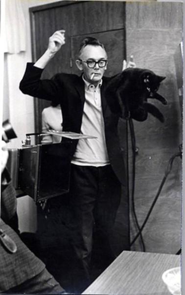 Режиссер Леонид Гайдай на съемках фильма «Иван Васильевич меняет профессию», 1972 год.